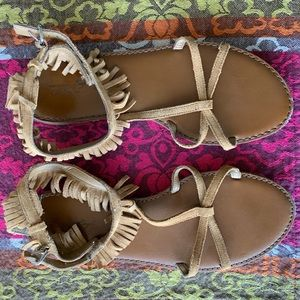 🆕 AEO Fringe Sandals S7